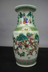 瓷器 清晚期粉彩刀马人大瓶
